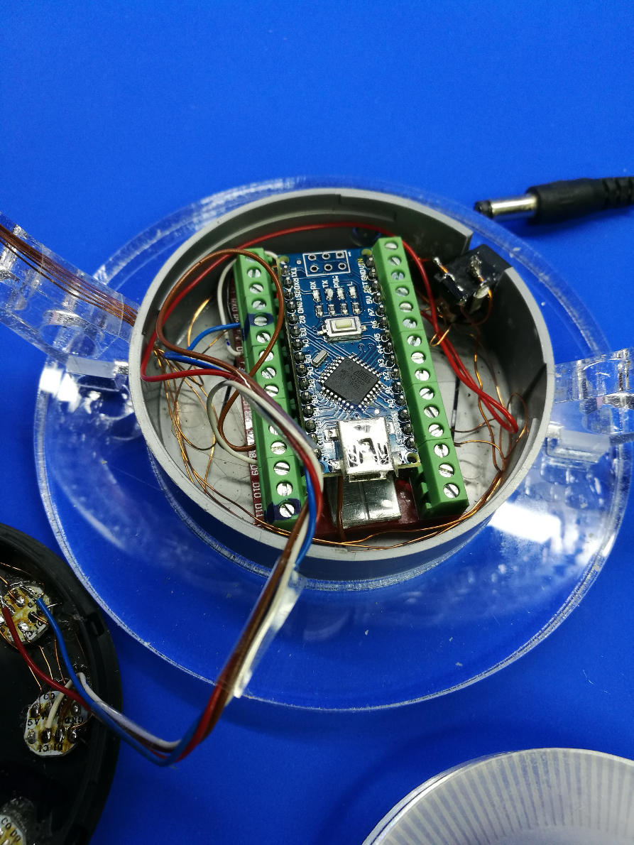 An arduino-NANO is controlling the system. Analog reading of a Hall-effect sensor is converted into a PWM Signal to switch an electromagnet.